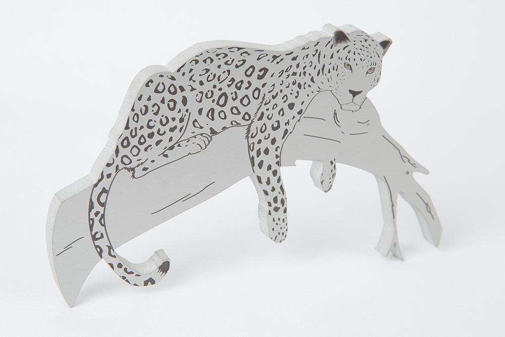 8 mm luonnonväriin anodisoidusta alumiinista muotoonleikattu aihio, johon kuviot lasermerkattu