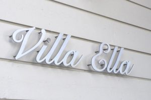 Talonumerot- ja kirjaimet. Villa Ella ruostumatonta terästä.
