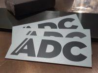 Nimikilpi alumiinia, logo lasermerkattu.