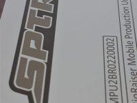 Kone- ja laitekilpi alumiinia. Kuva ja tekstit lasermerkattu.